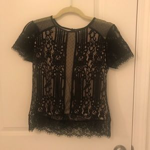 Lace blouse with short sleeve